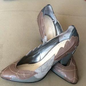 Shoes - Unique gray leaves heels.